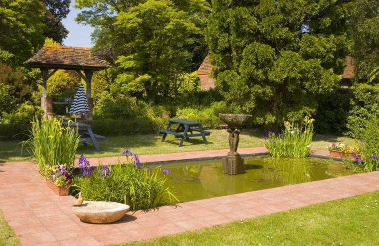 bonito diseño estanque jardin