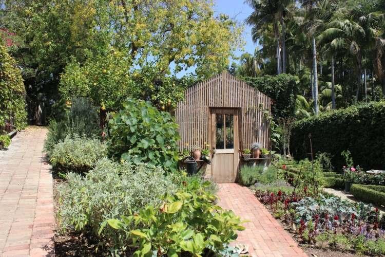 bonito diseño jardín aterrazado