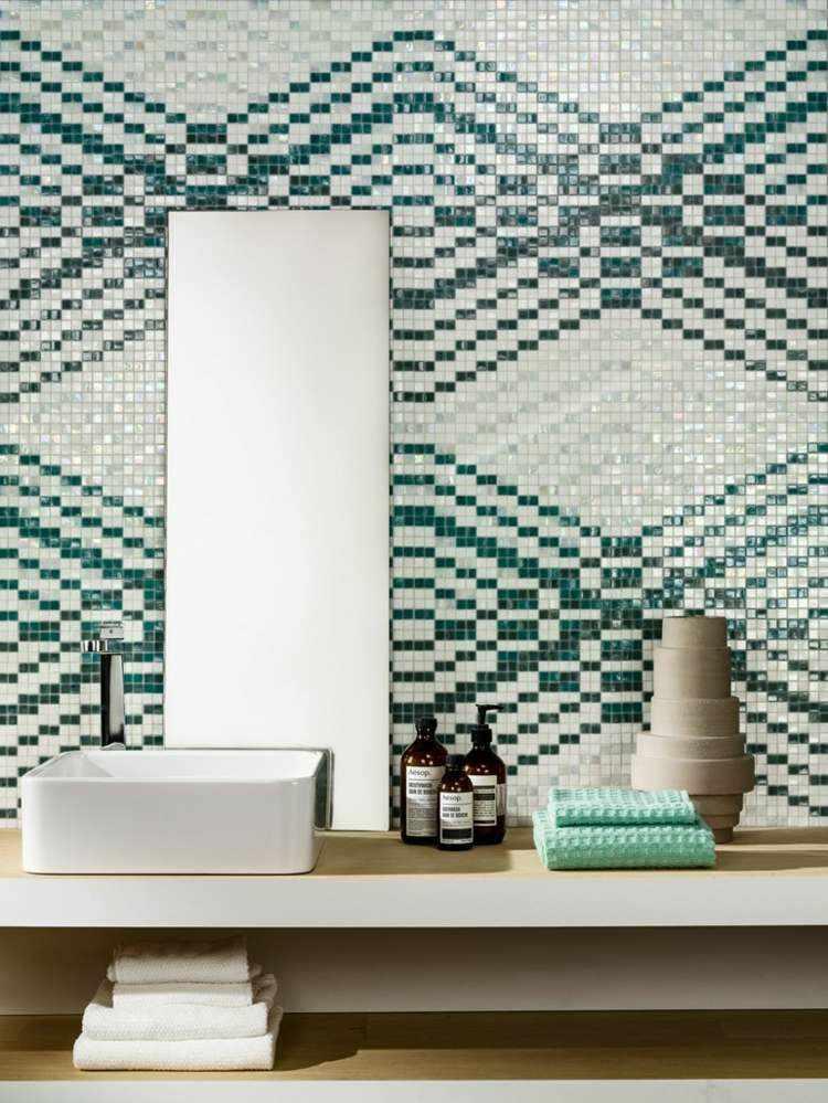 bonito diseño mosaico cuarto baño
