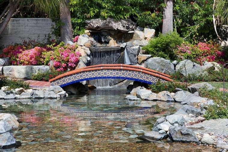 bonito puente azulejos colores