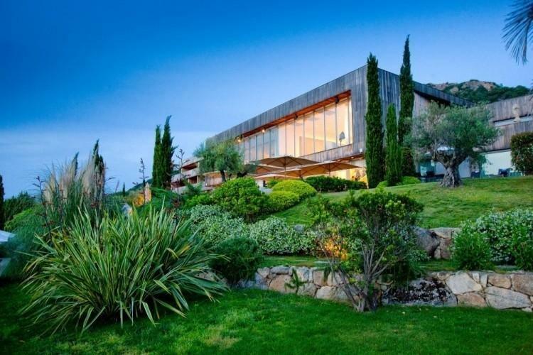 bonito jardin muros de contencion piedras