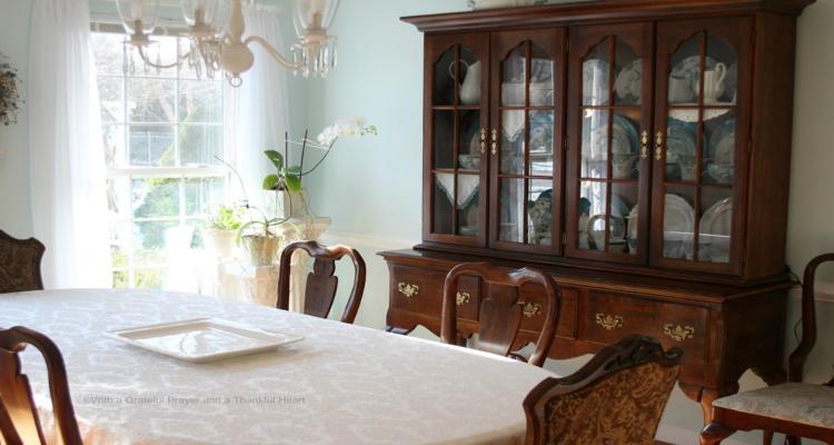 bonito armario madera comedor