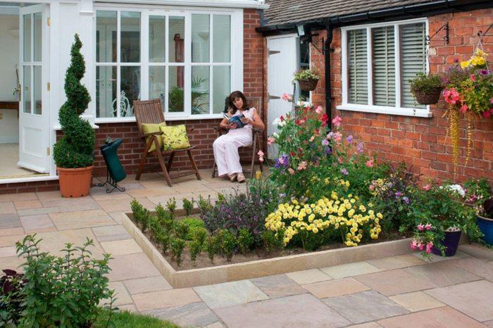 bordillos para jardin definiendo espacios coloridos y