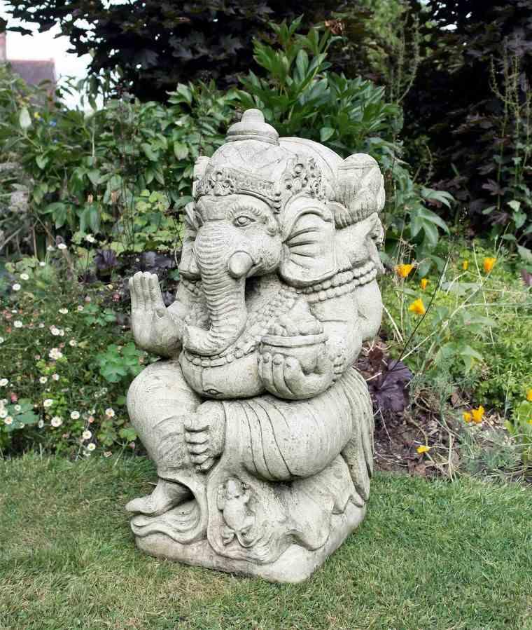 buda piedra decorando jardin moderno ideas