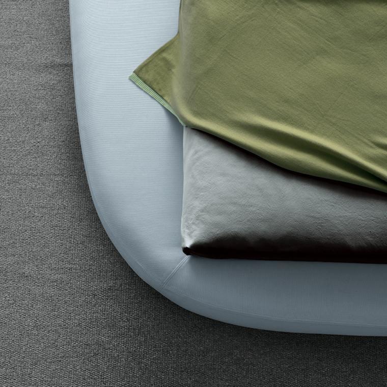 cama diseño moderno blanca acolchada