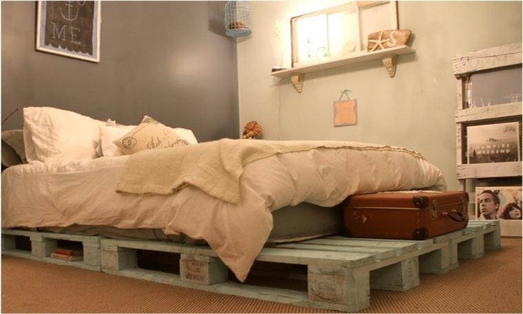cama moderna palet color celeste