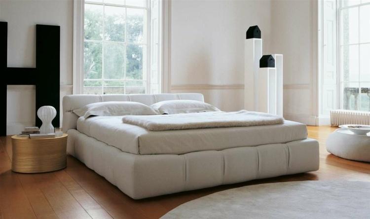 cama acolchada color beige