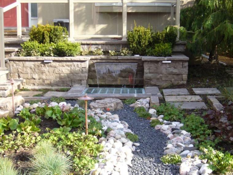 Dise o de jardines 50 ideas frescas y modernas for Jardines modernos con piedras