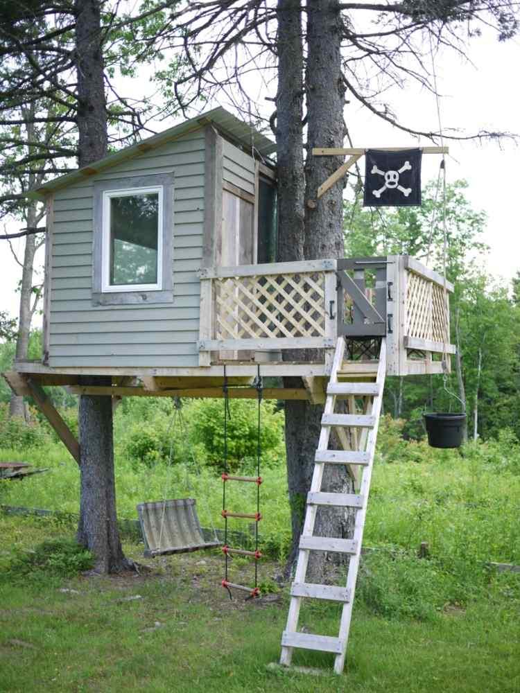 casa de árbol bandera pirata