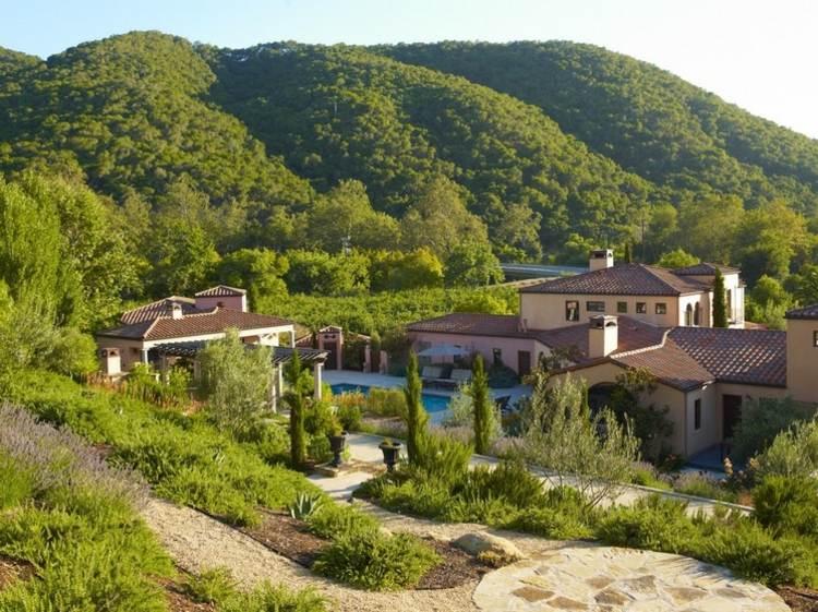 Jardines modernos con terrazas y gradas 50 dise os - Diseno de jardines para casas de campo ...