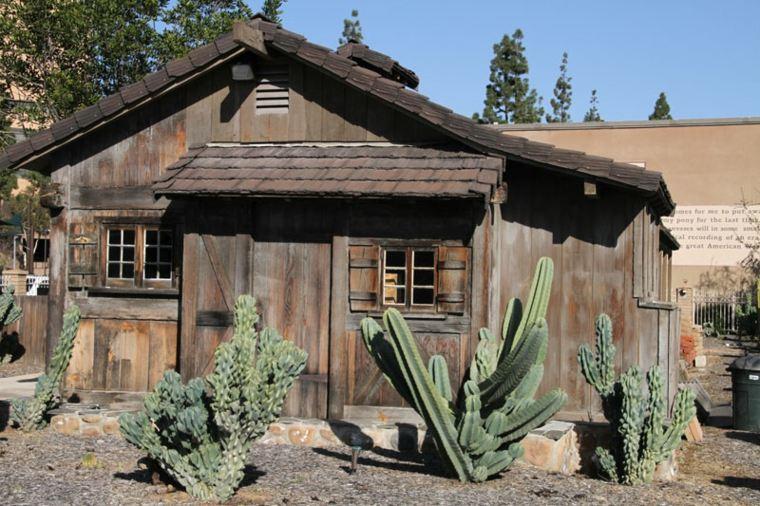 casa madera jardin cactus deco