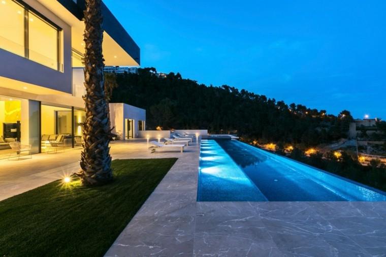 Jardines modernos con piscina 50 dise os radiantes - Piscinas palma de mallorca ...