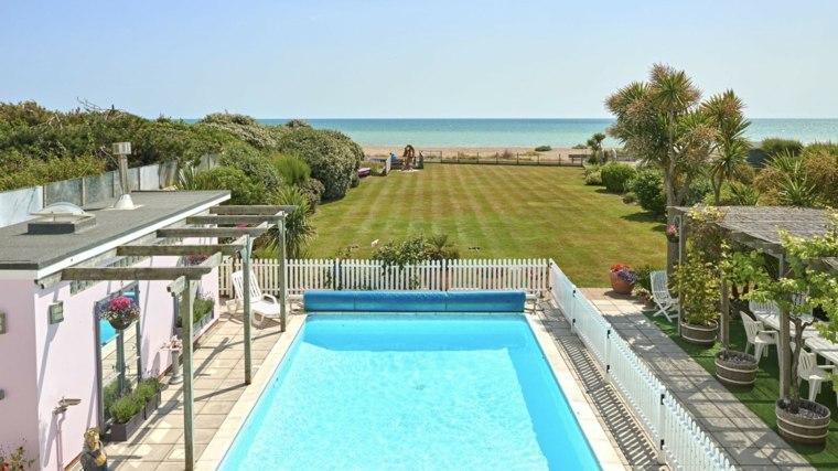 casa piscina jardin clasico cesped ideas