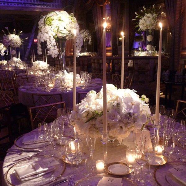 centros mesa bodas velas largas rosas ideas