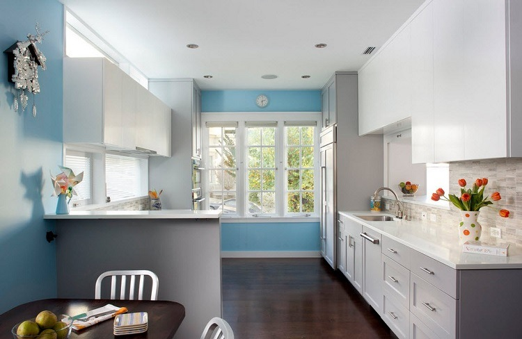 light blue kitchen white cabinets color azul en las paredes de interior cincuenta dise 241 os 22640