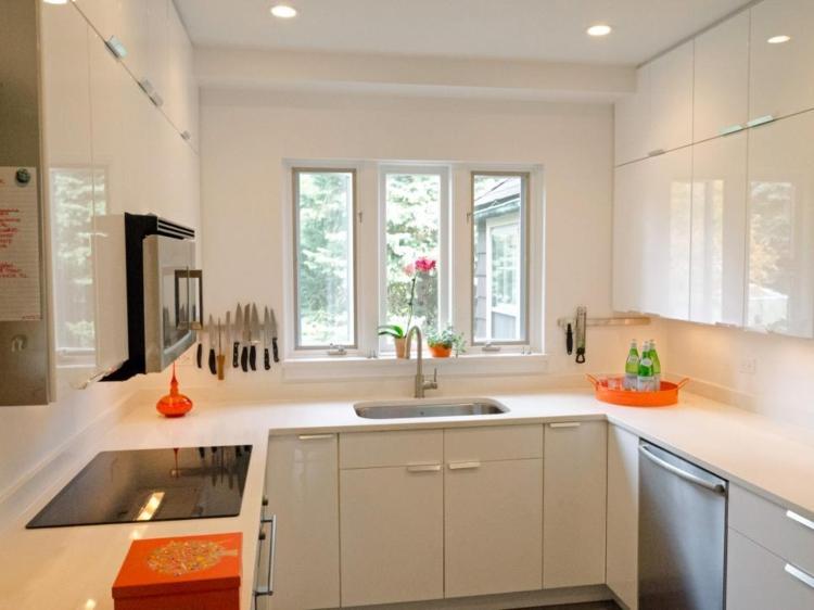 cocina moderna blanca pequeña accesorios