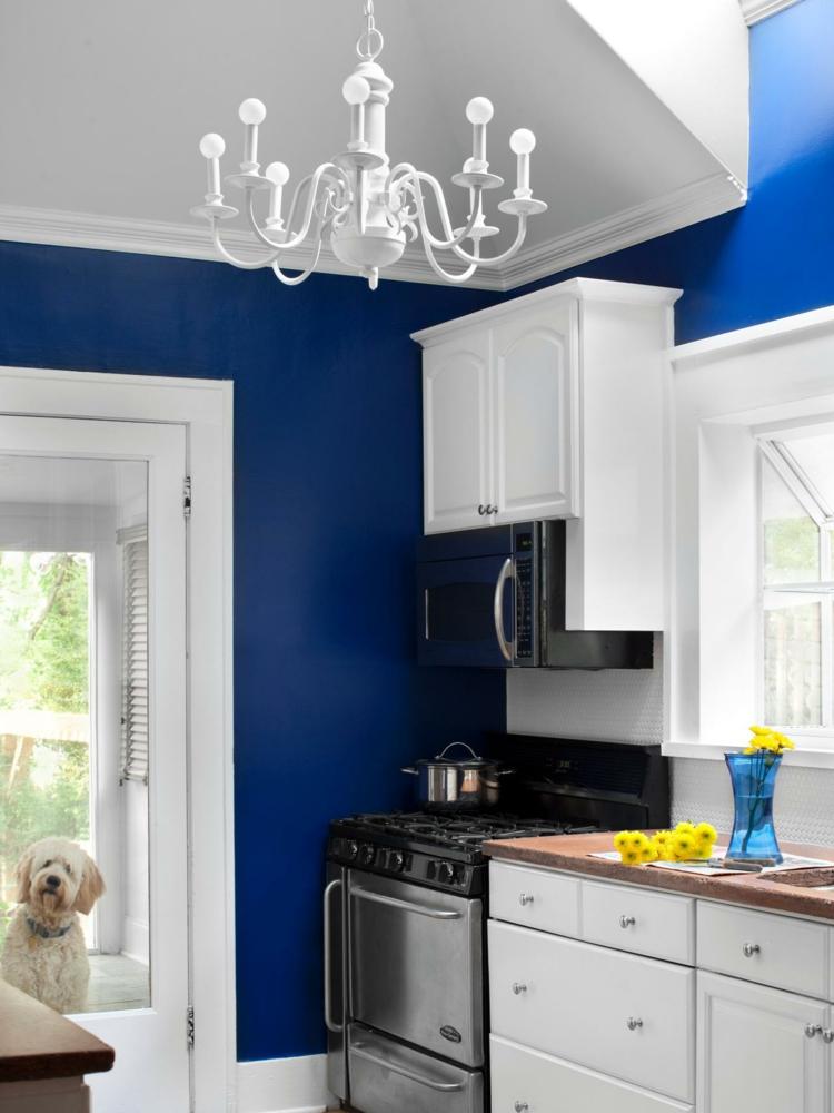 cocina moderna pared azul