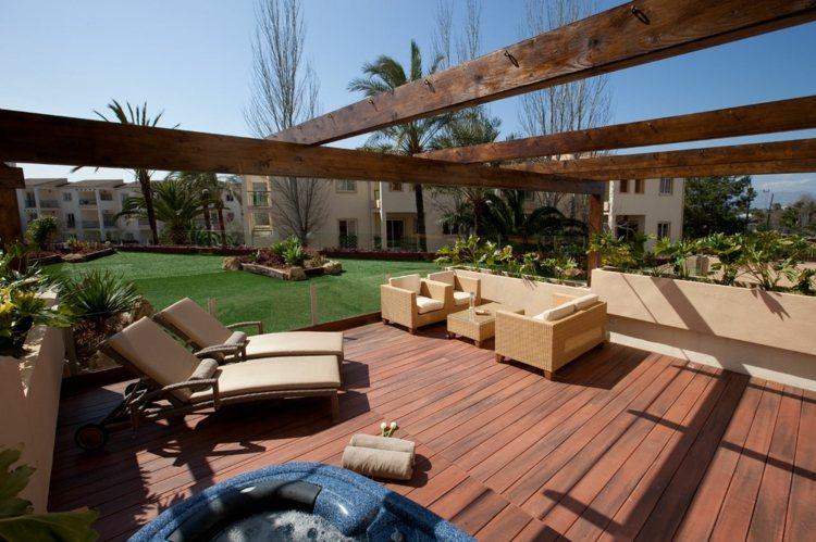 combinaciones patios elegantes madera verdes