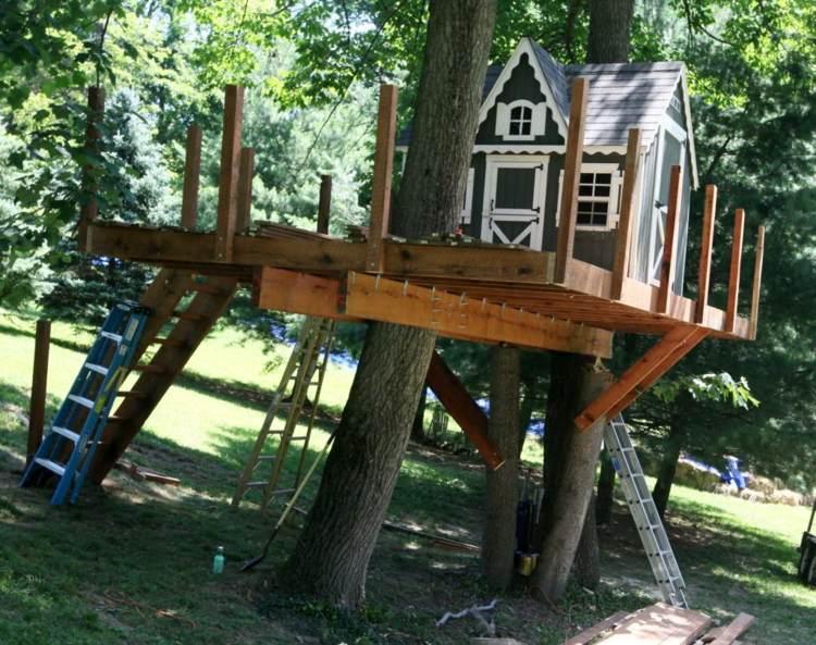 construir cabaña madera en el arbol