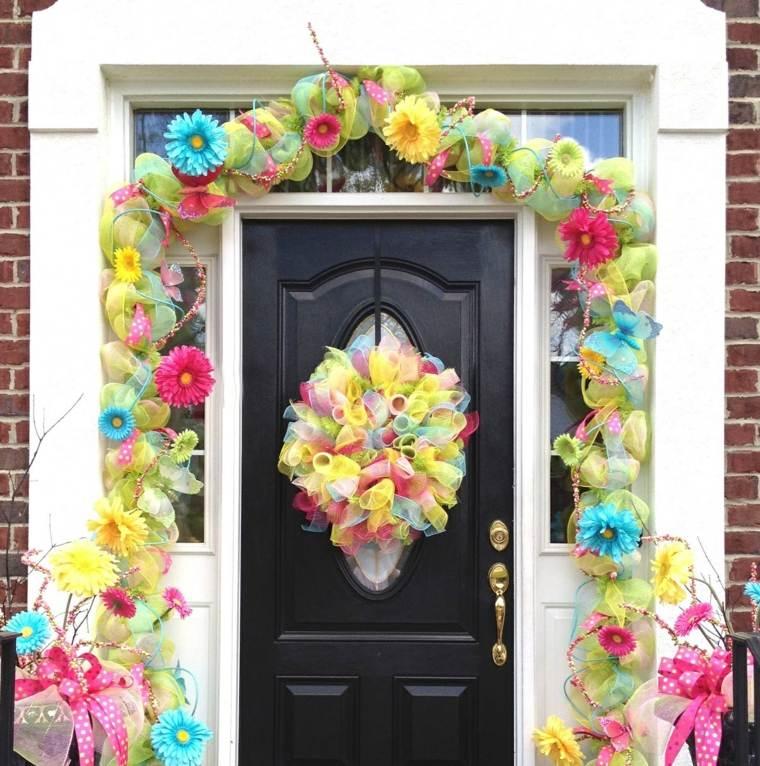 Flores de primavera 25 coronas y guirnaldas for Puertas decoradas con flores de papel