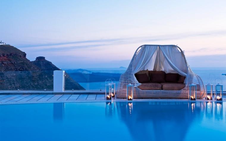 costa mediterranea terraza grecia cama dosel candelabros ideas