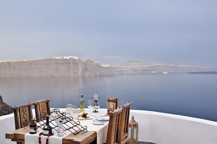 costa mediterranea terraza grecia mesa madera sillas ideas