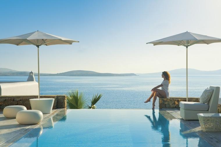 costa mediterranea terraza grecia muebles sombrillas blancas ideas