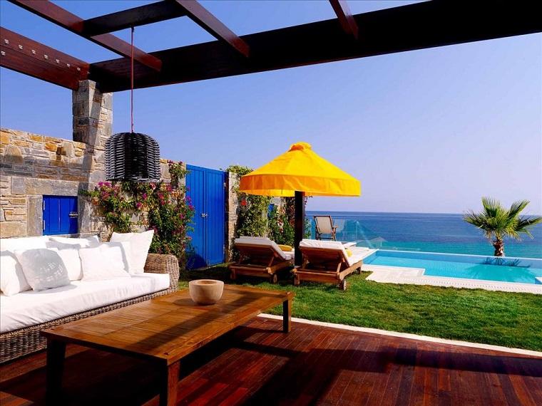 costa mediterranea terraza grecia muebles suelo madera ideas