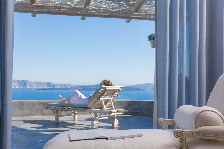 costa mediterranea terraza grecia pergola tumbona madera ideas