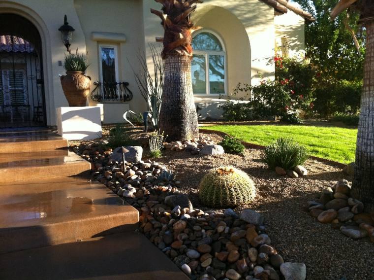 decoración entrada bolas cactus