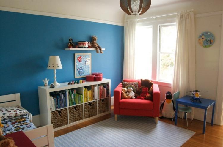 decoración cuarto infantil pared azul