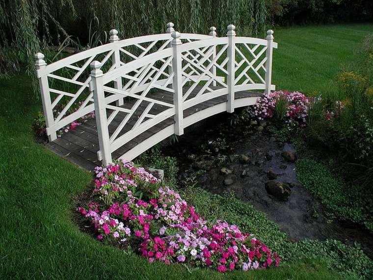decoración jardin puentes blancos