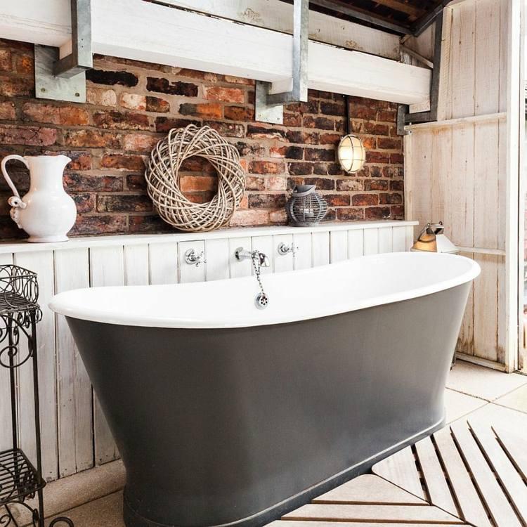 Baño Gris Con Madera:Decoracion baños con paredes de ladrillo y diseño moderno -