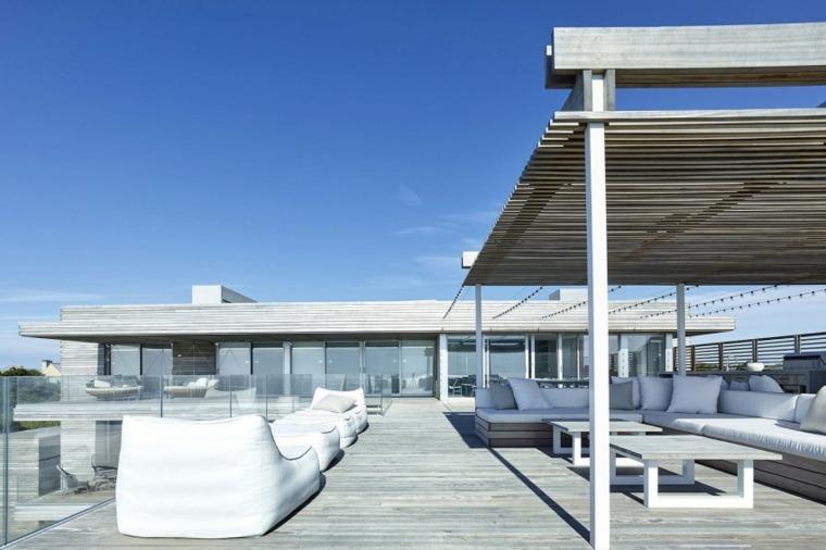 decoracion terraza sillones blancos amplia moderna ideas