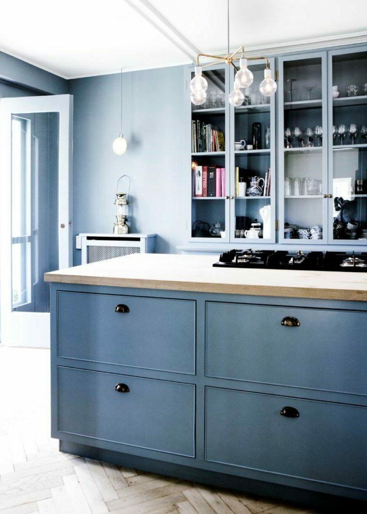 Color azul en las paredes de interior cincuenta dise os for Muebles de cocina xey modelo capri