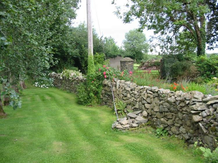 diseño jardín muro piedras