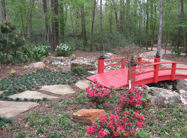 diseño jardín puentes color rojo