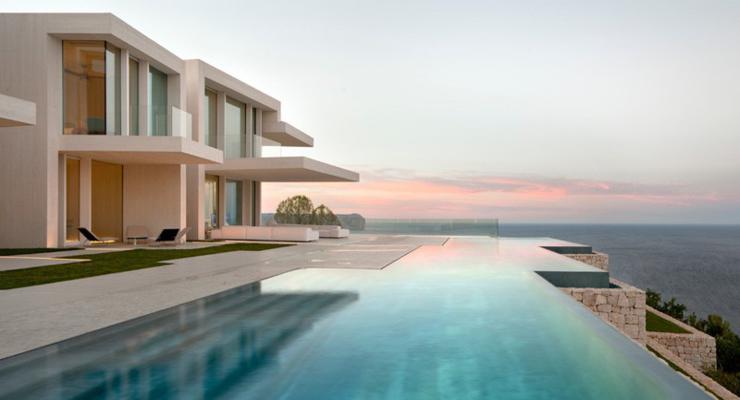 diseño terraza moderna piscina infinita
