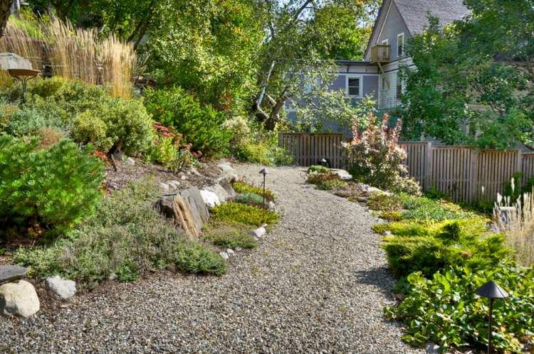 Jardines modernos con terrazas y gradas 50 dise os for Disenos de estanques para jardin