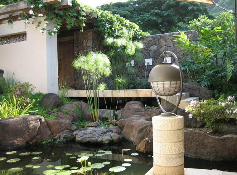 Diseños de jardines modernos con estanques naturales