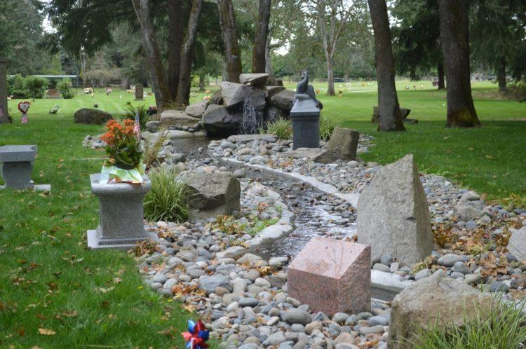 distintas piedras grandes estanque jardin ideas