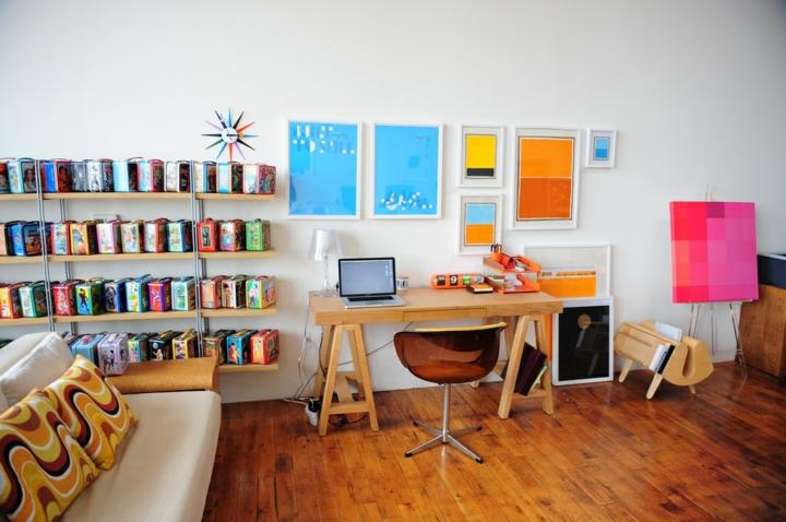 diversos asientos salas muebles coloridos