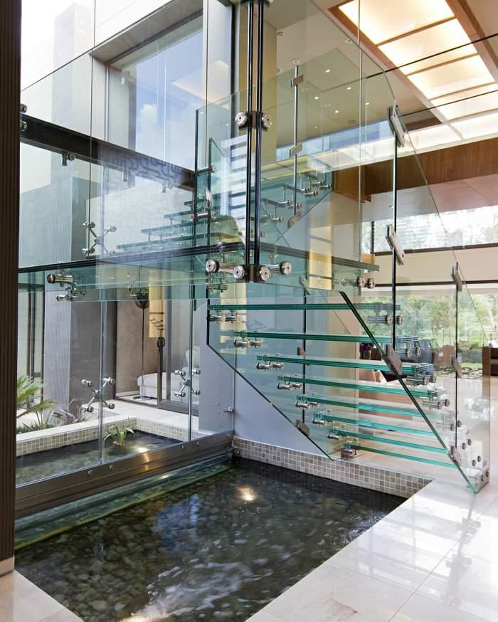 el agua salones metales parios cristales puertas