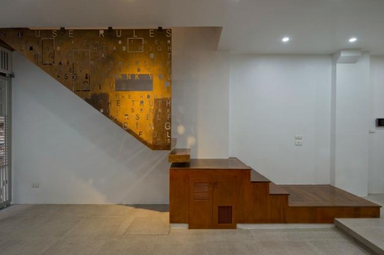 el apartamento escalera madera paredes blancas ideas