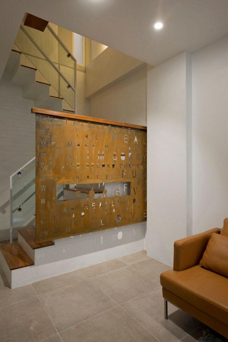 el apartamento salon escalera primer piso ideas
