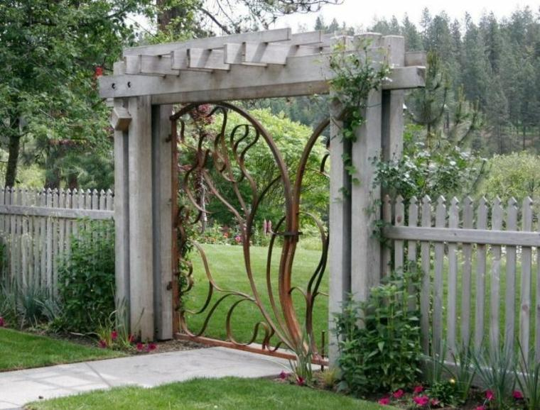 entrada jardín puerta hierro