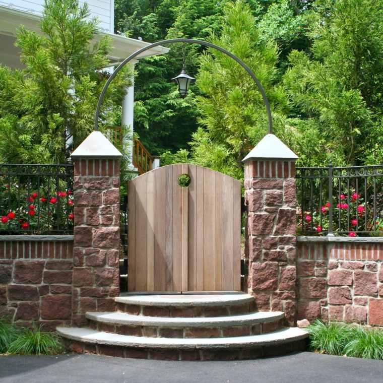entrada puerta madera recorte