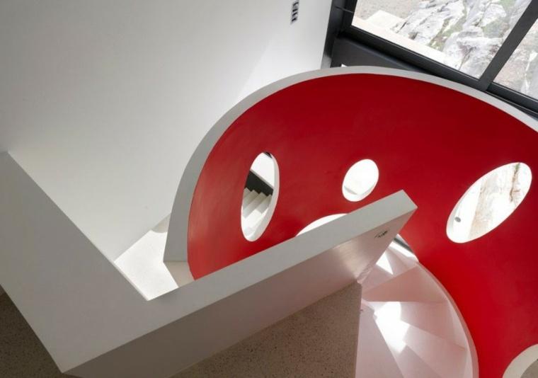 escalera rojo blanco caracol casa ideas