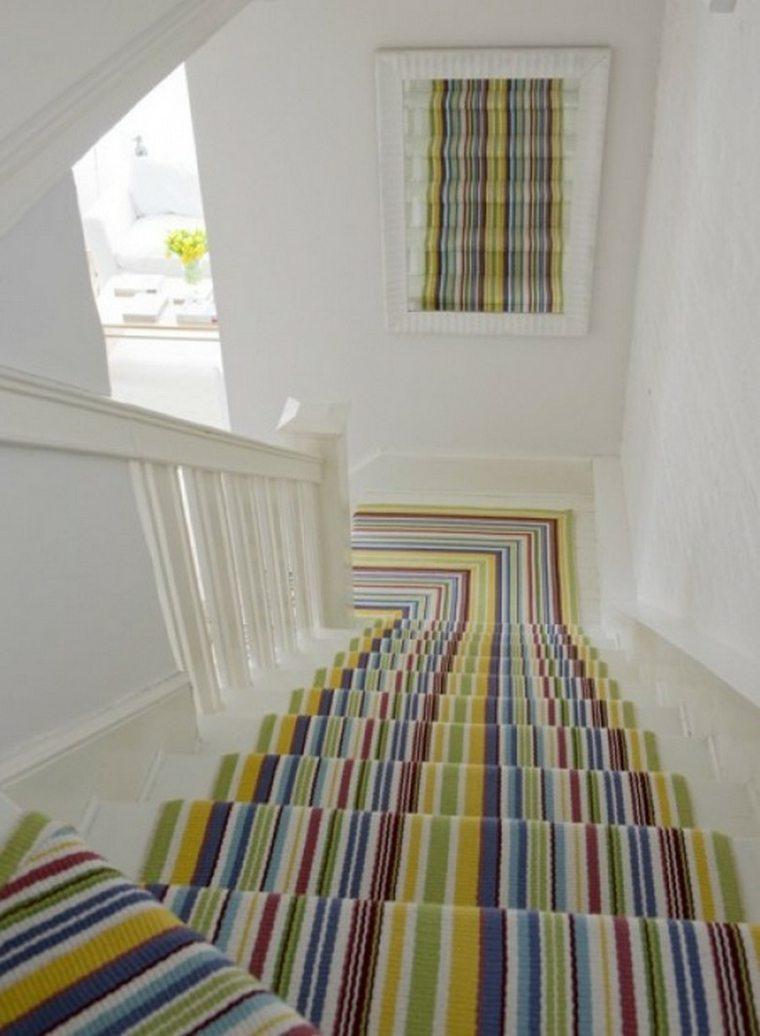 escaleras de interior alfombra rayas colores ideas