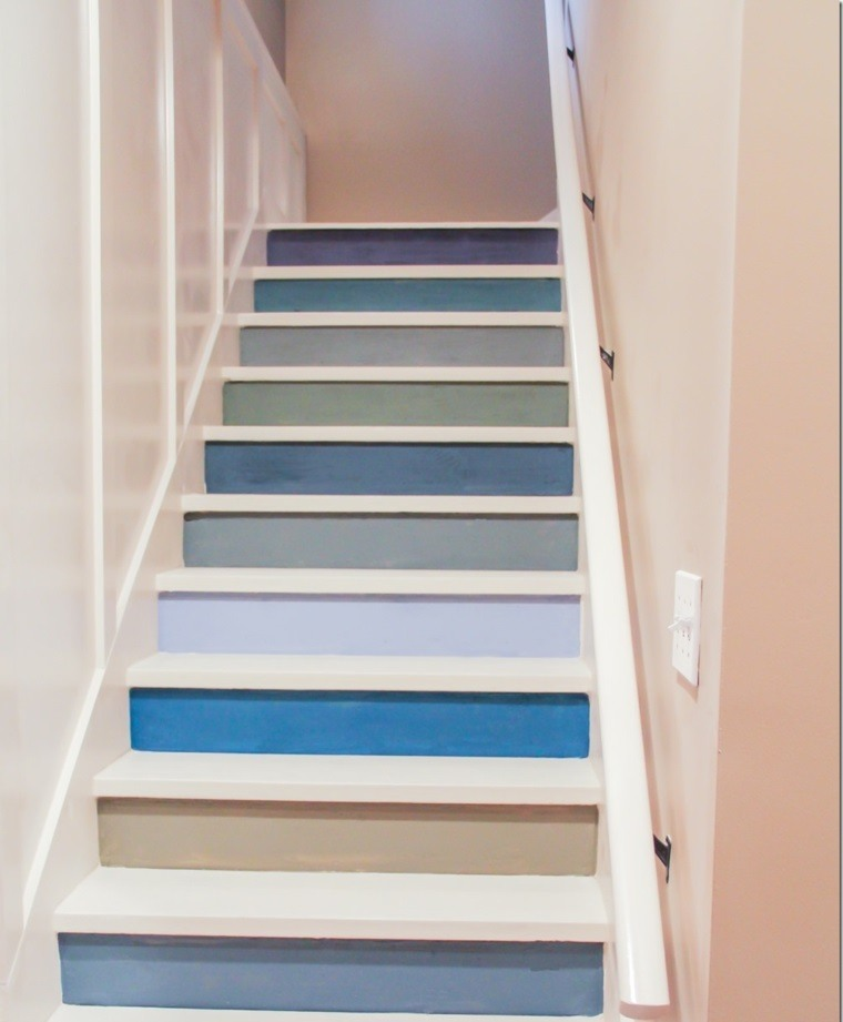 escaleras interior escalones blancos azul ideas